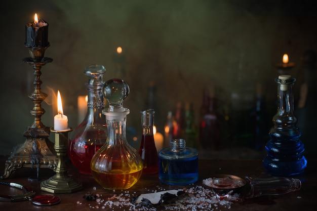 Poción mágica, libros antiguos y velas.