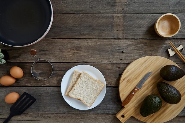 Poke bowl con comida limpia de aguacate