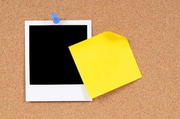 Polaroid con nota adhesiva