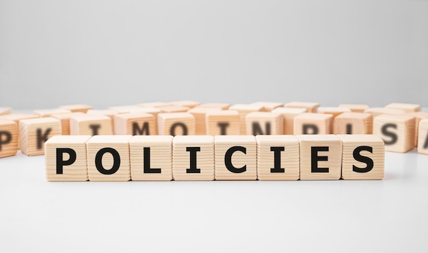 Políticas de word hechas con bloques de madera