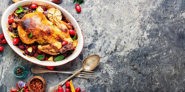 Pollo al horno en salsa de bayas