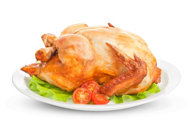 Pollo asado aislado sobre fondo blanco.