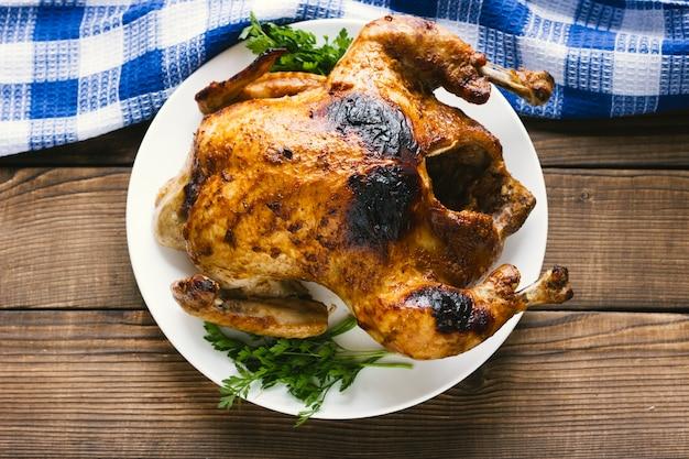 Pollo asado mexicano laico plano.
