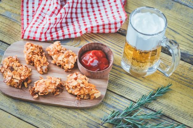 Pollo a la barbacoa con jarra de cerveza