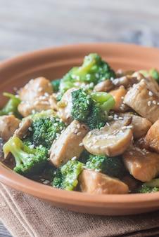 Pollo y brócoli salteado