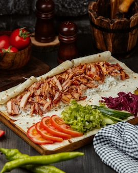 Pollo doner envuelto con verduras