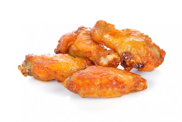 Pollo frito aislado en blanco