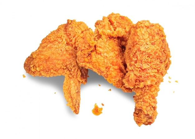 Pollo frito aislado en el fondo blanco