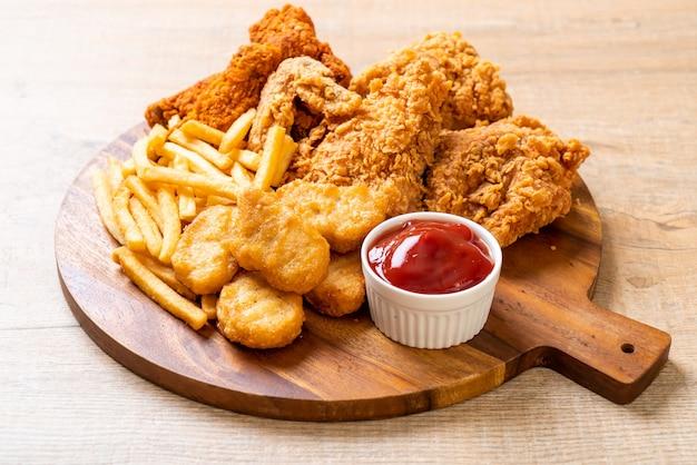 Pollo frito con papas fritas y nuggets