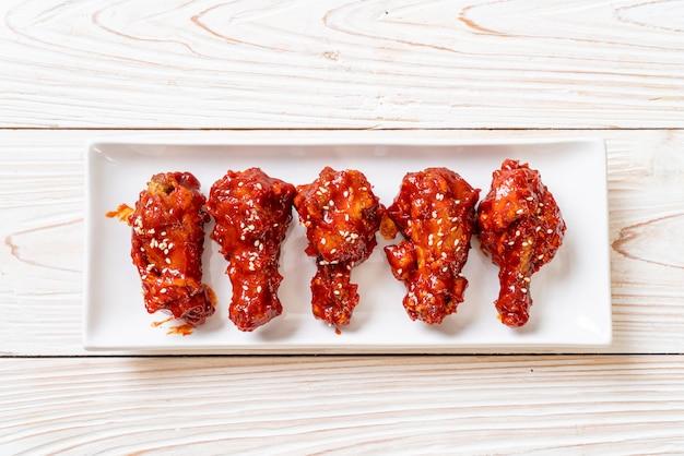 Pollo frito con salsa picante