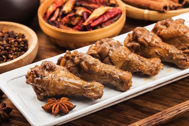 Pollo guisado con salsa de soja