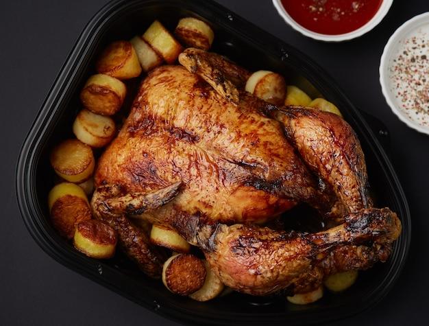 Pollo a la parrilla con papas fritas