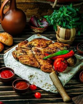 Pollo a la plancha con pimiento y tomate