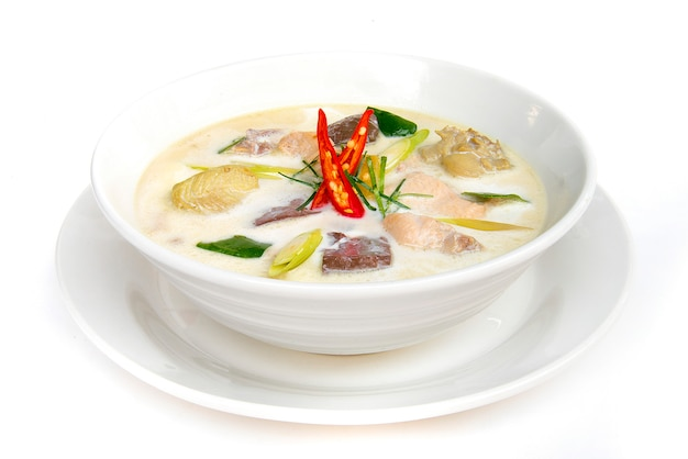 Pollo con sopa de leche de coco