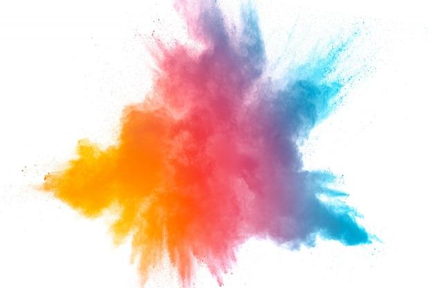 Polvo colorido lanzado sobre fondo negro