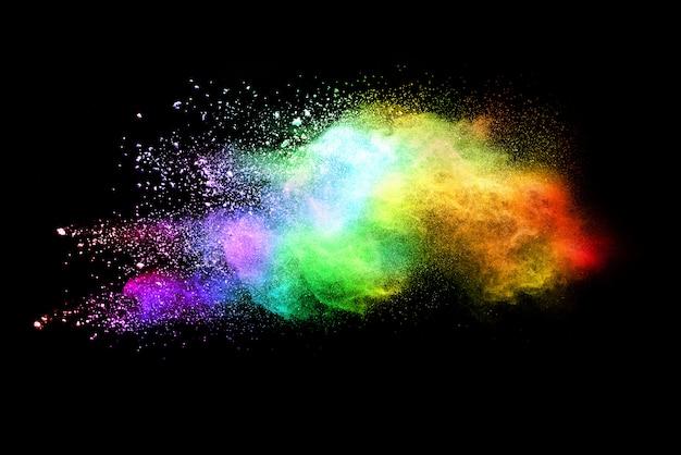 Polvo multicolor abstracto sobre fondo negro