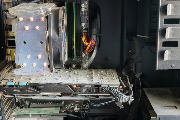 Polvo en el primer plano del hardware de la computadora