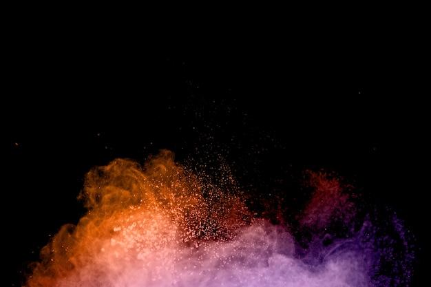 Polvo volador de colores en remolinos