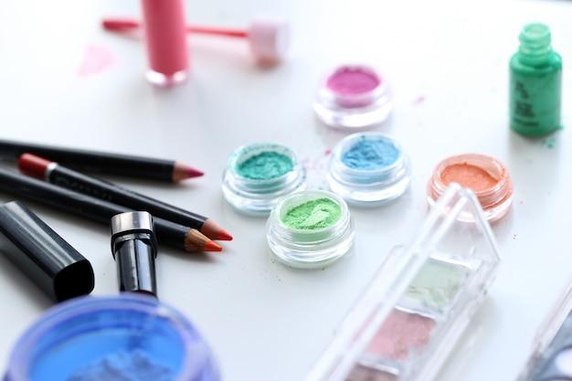 Polvos cosméticos coloridos