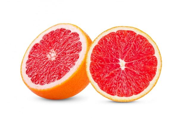 Pomelo con rodaja aislado en blanco