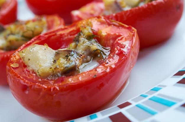 Pomodori al forno - tomates al horno rellenos italianos con anchoas