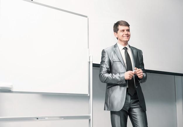 Ponente en conferencias de negocios y tableros de presentación para presentación.
