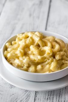 Porción de macarrones con queso.