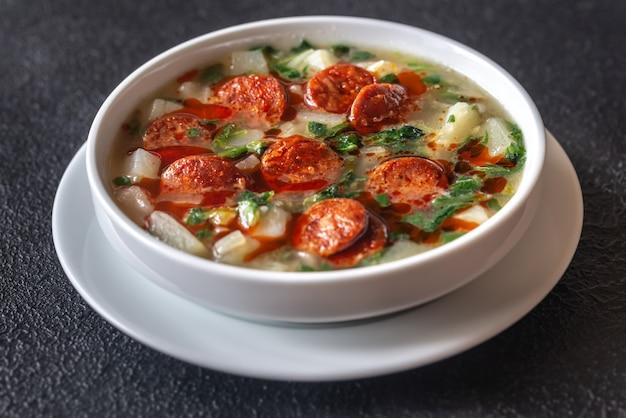 Porción de sopa caldo verde