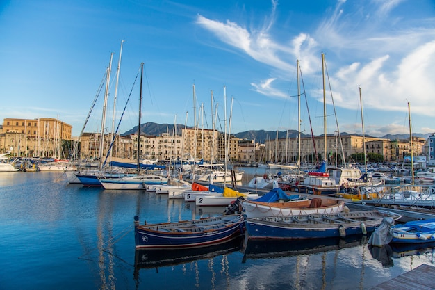 Port cala en palermo, italia