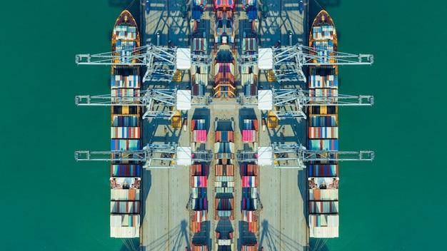 Portacontenedores de carga y descarga en los puertos de hutchison, logística de negocios de importación-exportación, transporte internacional y transporte de contenedores en el puerto, edificios de contenedores de envío, vista aérea
