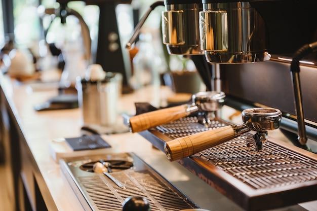 Portafiltro con cafetera en cafe cafe