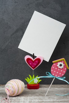 Portafotos con tarjeta en blanco