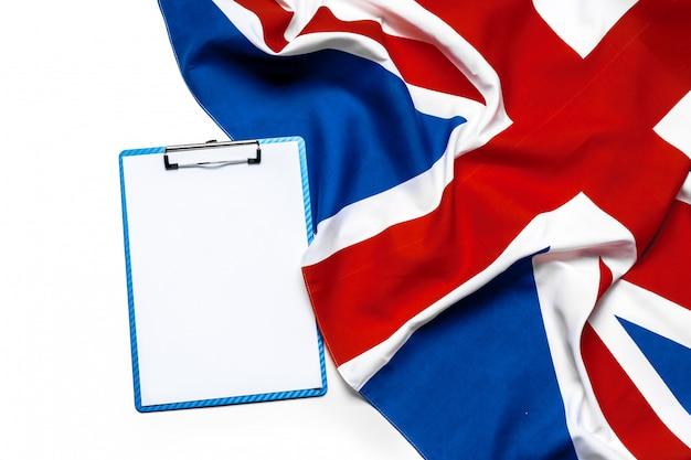 Portapapeles y bandera union jack