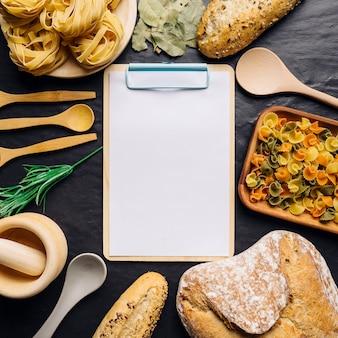 Portapapeles y comida italiana