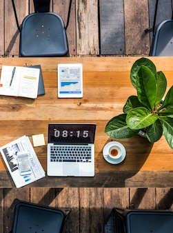 Portátil digital trabajando concepto de negocio global