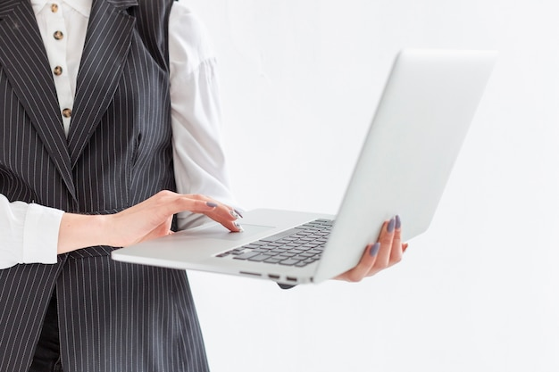 Portátil de explotación individual de primer plano