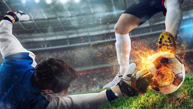 El portero intenta atrapar una pelota de fútbol ardiente