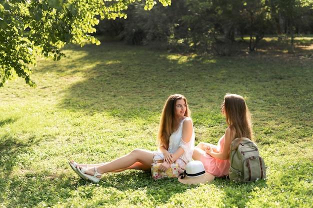 Posibilidad muy remota de muchachas hermosas que se divierten