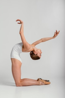 Posición de bailarina de tiro completo