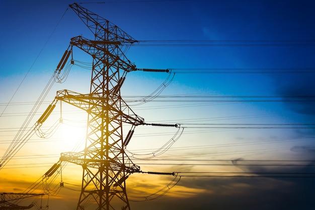 Poste de alta tensión o torre de alta tensión