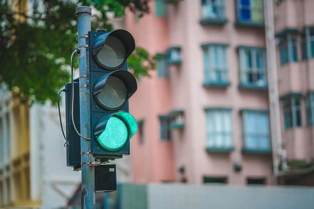 Poste de semáforo verde