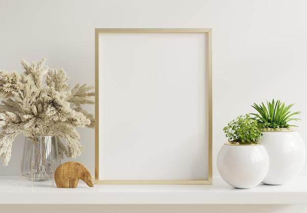 Póster simulado con marco de metal vertical con plantas ornamentales en macetas en la pared vacía