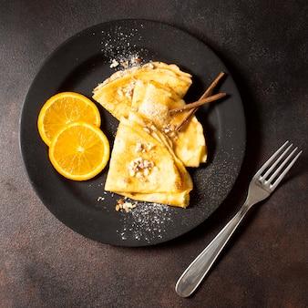 Postre delicioso crepe de invierno con limón