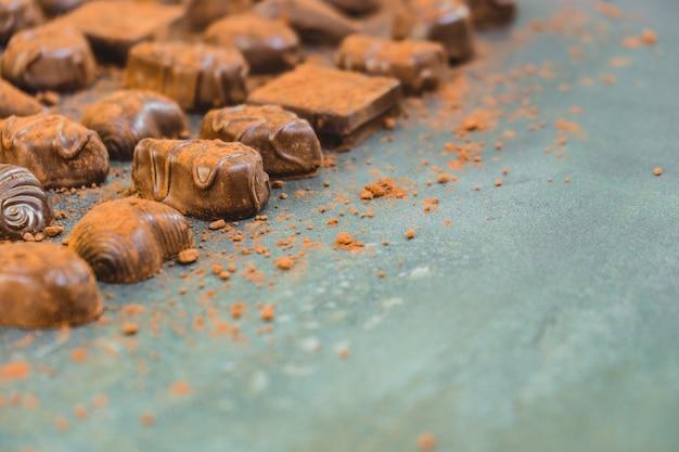 Postre dulce con chocolate negro.