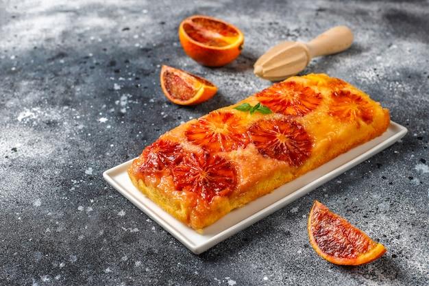 Postre francés delicioso tarta tatin con naranja de sangre.