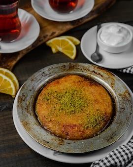 Postre kunefe turco con pistacho