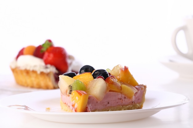 Postre pastel de frutas con arándanos
