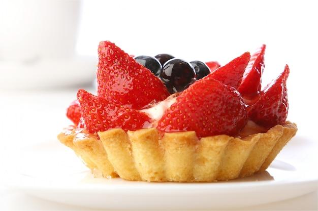 Postre tarta de fresas con arándanos
