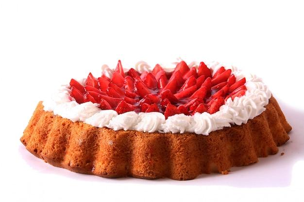 Postre tarta de frutas con crema batida
