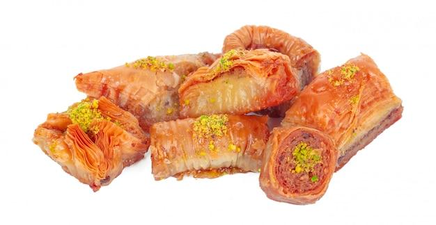 Postre turco ramadán baklava aislado